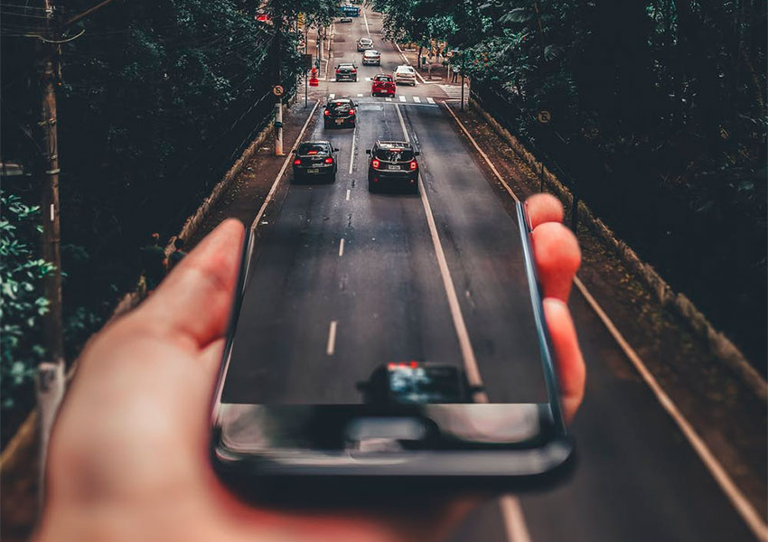 AUGMENTED REALITY CHANGING THE CAR DRIVING EXPERIENCE